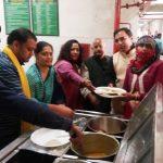 नागरिक अस्पताल में मरीजों को वितरित किया नि:शुल्क भोजन