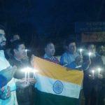 आतंकवादी हमले में शहीद जवानों को कैंडल मार्च निकाल दी श्रद्धांजलि