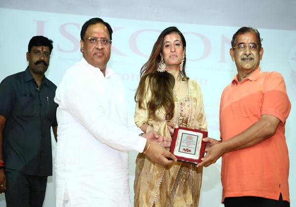 'वैदिक ओलंपियाड' में विनर रहे छात्रों को इस्कॉन संस्था ने किया सम्मानित