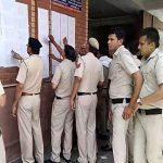 चुनाव को लेकर पुलिस महकमा मुस्तैद, कर्मचारियों को सौंपी गई EVM मशीन