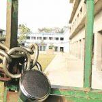 छात्रों का खराब रिजल्ट आने से नाराज परिजनों ने सरकारी स्कूल पर जड़ा ताला
