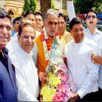 भाजपा नेता ने अपने साथियों के साथ श्री कृष्णपाल गुर्जर को दी मंत्री बनने पर बधाई