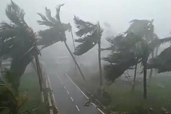 """गोवा के बीच तूफान """"वायु"""" की दहशत के कारण खाली कराए गए"""