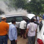 B.K. अस्पताल में खडी कार में अचानक लगी आग