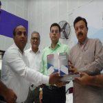 सरकारी स्कूलों में वितरित किए 500 पंखे
