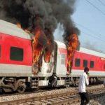 फरीदाबाद-पलवल के बीच तेलंगाना एक्सप्रेस की बोगी में लगी भीषण आग
