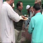 अजीत डोभाल कश्मीर में लोगों से मिले और साथ खाना खाया