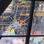 लंदन में भारतीय दूतावास के बाहर पाकिस्तानियों का हिंसक प्रदर्शन, फेंके अंडे और पत्थर