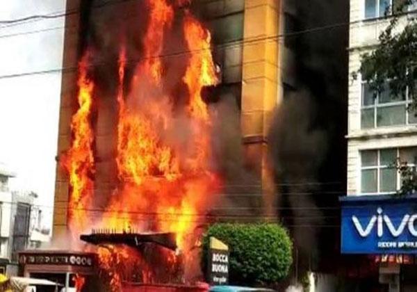 इंदौर के होटल में लगी भीषण आग, कई लोग फंसे, रेस्क्यू जारी