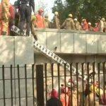 फैक्ट्री में आग के बाद ब्लास्ट, दमकल कर्मी समेत कई लोग फंसे