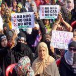 CAA पर बवाल: पुलिस ने महिला प्रदर्शनकारियों पर किया लाठीचार्ज