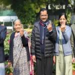 दिल्ली चुनाव: अरविंद केजरीवाल ने परिवार संग डाला वोट
