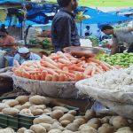 डबुआ सब्जी मंडी में सस्ती हुई सब्जियां, लोगों को मिली राहत