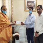श्री सिद्धदाता आश्रम ने CM रिलीफ फण्ड में दिया 1.51 लाख रुपये का चैक