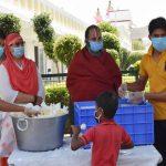 विधायक सीमा त्रिखा ने सिद्धदाता आश्रम की भोजन सेवा में की भागीदारी