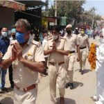 ओल्ड प्रेस कॉलोनी मार्केट एसोसिएशन ने पुलिस का फूलों से किया स्वागत