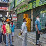 जिले में चालान के बावजूद खुल रही दुकानें, निगम अधिकारी परेशान