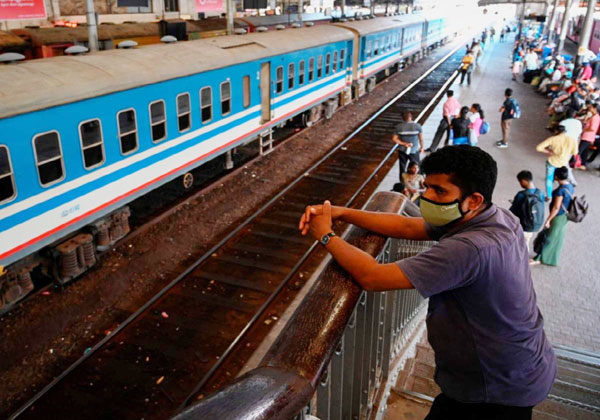 रेलवे ने किया 2600 और श्रमिक स्पेशल ट्रेनें चलाने का ऐलान, खुले 1000 काउंटर