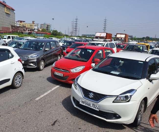 दिल्ली-हरियाणा बॉर्डर पर फिर लगा लंबा जाम, मजदूरों ने पुलिस पर लगाया ये आरोप