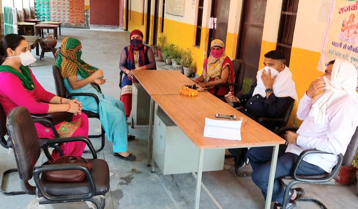 एत्मादपुर स्कूल की मैनेजमेंट कमेटी मीटिंग में पहुंचे पार्षद अजय बैंसला