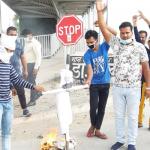 एनएसयूआई के कार्यकर्ताओं ने फूंका प्रधानमंत्री नरेंद्र मोदी का पुतला