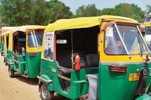 ऑटो चालक ने दो साथियों के साथ मिलकर यात्री को लूटा