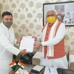 मजदूरों की छंटनी के खिलाफ विधायक ने मुख्यमंत्री को सौंपा ज्ञापन