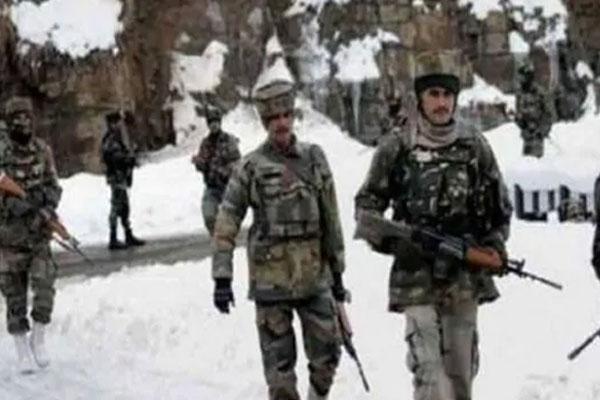 पैंगोंग को लेकर तनाव जारी, भारत-चीन ने लद्दाख में मोर्चों पर बढ़ाई सैनिकों की तैनाती