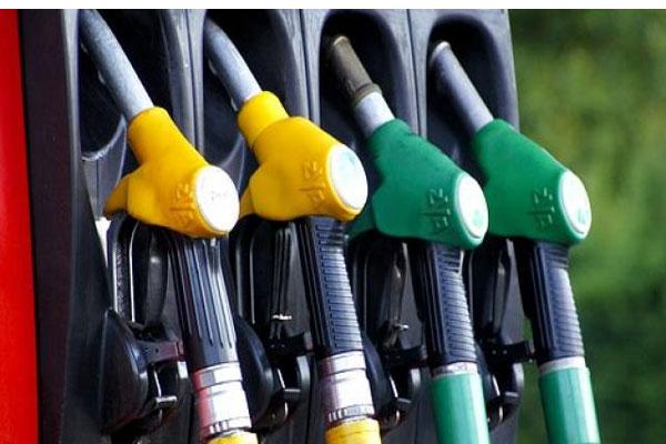 पेट्रोल के भाव में तीन दिन की बढ़त के बाद ब्रेक, जानें-डीजल का हाल