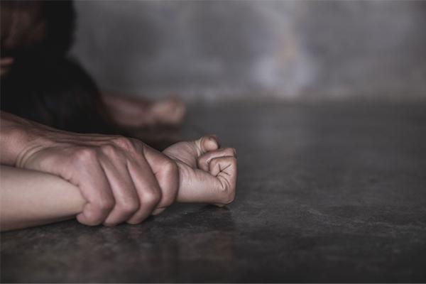यूपी: लखीमपुर में क्रूरता की हदें पार, नाबालिग लड़की से रेप
