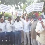 26 गांवों को निगम में शामिल करने के विरोध में निगमायुक्त को सौंपा ज्ञापन