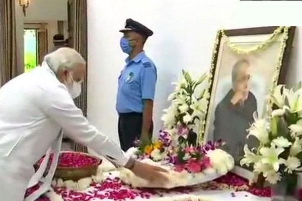 राष्ट्रपति और प्रधानमंत्री ने दी प्रणब दा को श्रद्धांजलि