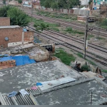 फरीदाबाद में रेलवे ट्रैक के किनारे बसी हैं आधा दर्जन कॉलोनियां, सुप्रीम कोर्ट के आदेश पर 2500 से ज्यादा मकानों पर चलेगा बुल्डोजर