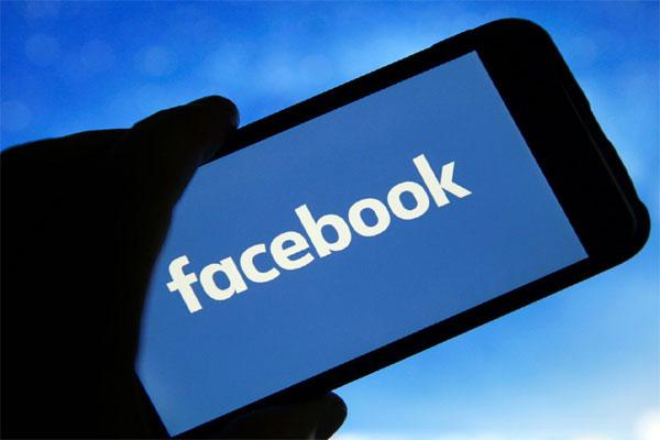 नये विवाद में फंसा फेसबुक, फोन कैमरे से इंस्टाग्राम यूजर्स की जासूसी करने का लगा आरोप