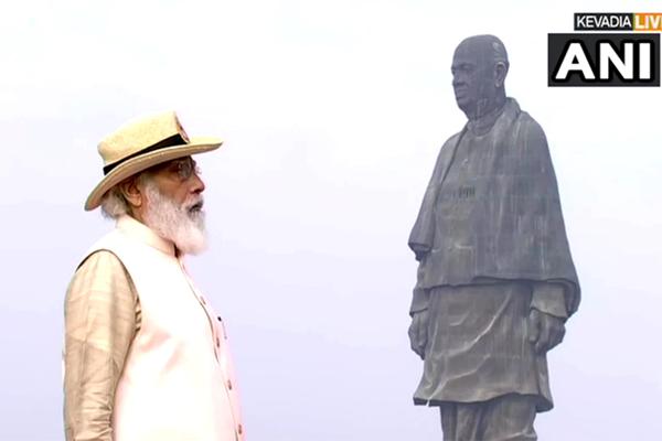 पीएम मोदी पहुंचे स्टैच्यू ऑफ यूनिटी,  केवड़िया में दिखा राजपथ जैसा नजारा