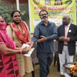 भारती चैरिटेबल ट्रस्ट ने जरूरतमंदों को बांटे कपड़े