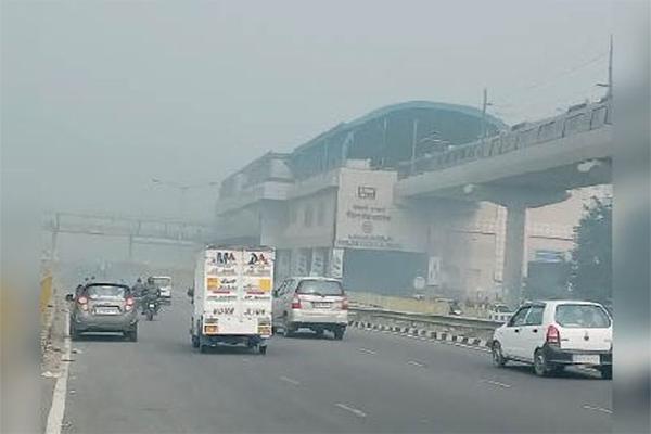 Air Quality Index (AQI) एक्यूआई पहुंचा 415 पर, जहरीली हवा