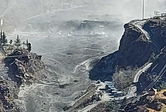 चमोली जिले में ग्लेशियर फटा