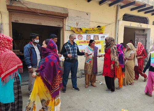 भारती चैरिटेबल ट्रस्ट द्वारा गर्भवती महिलाओं को दवाईयां निशुल्क