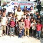 स्लम इलाकों में रहने वाले बच्चों को बाल सुरक्षा व स्वच्छता के लिए किया जागरूक