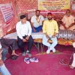 प्याली-हार्डवेयर सडक़ निर्माण की मांग को लेकर भूख हड़ताल दूसरे दिन भी रही जारी