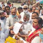 किसानों पर हुए लाठीचार्ज व बिजली बिल के नाम पर हो रही मनमानी वसूली के खिलाफ कांग्रेस ने सौंपा ज्ञापन।