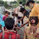अखिल भारतीय विद्यार्थी परिषद  ने सड़क किनारे और बस्तियों में वितरित किए मास्क