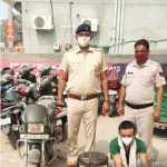 पुलिस थाना पल्ला की टीम ने आरोपी चोर को गिरफ्तार कर चोरी के 2 मुकदमें सुलझाए, दो मोबाईल फोन और एक मोटरसाईकिल बरामद